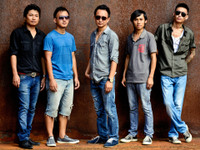 Alobo Naga & The Band